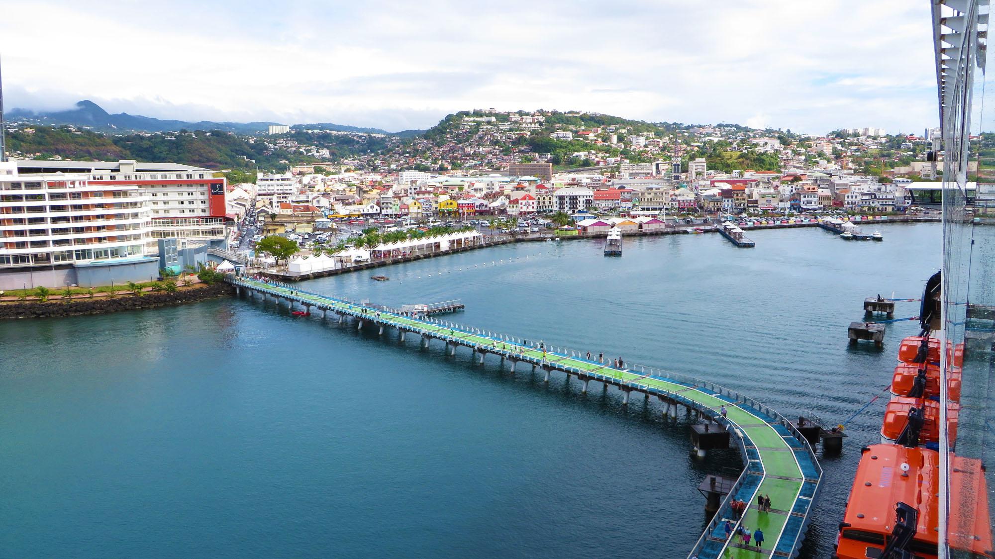 Blick auf die Hauptstadt von Martinique Fort-de-France