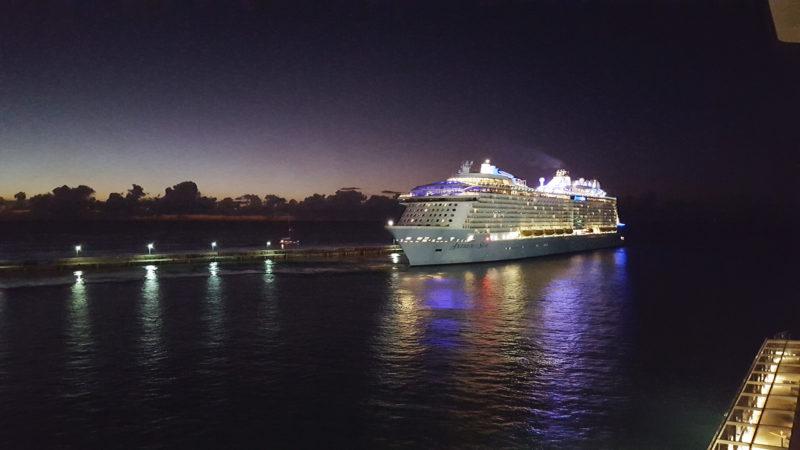 Kreuzfahrt Ausfahrt Hafen