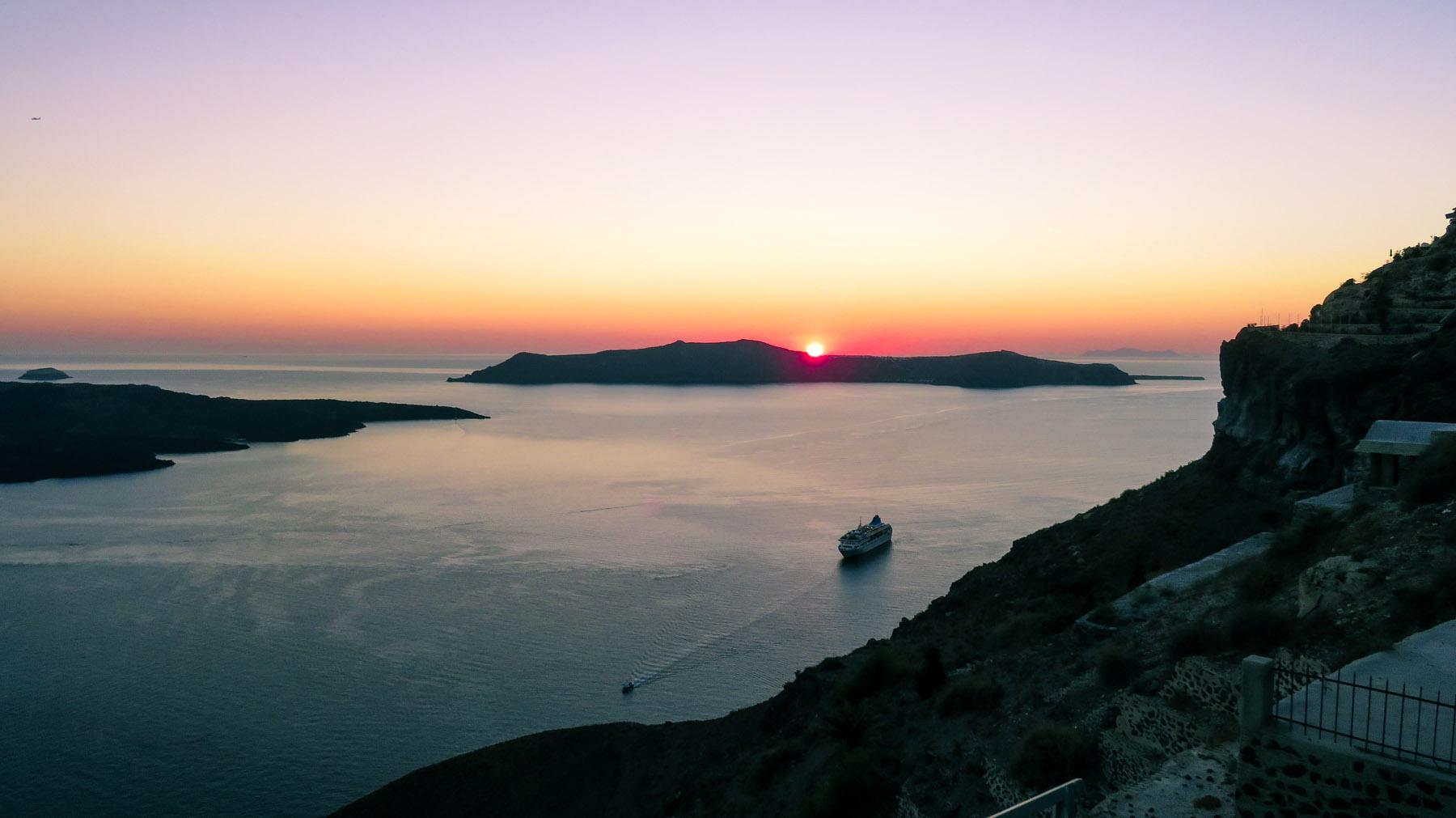 Santorini Sonnenuntergang Fira Schiff