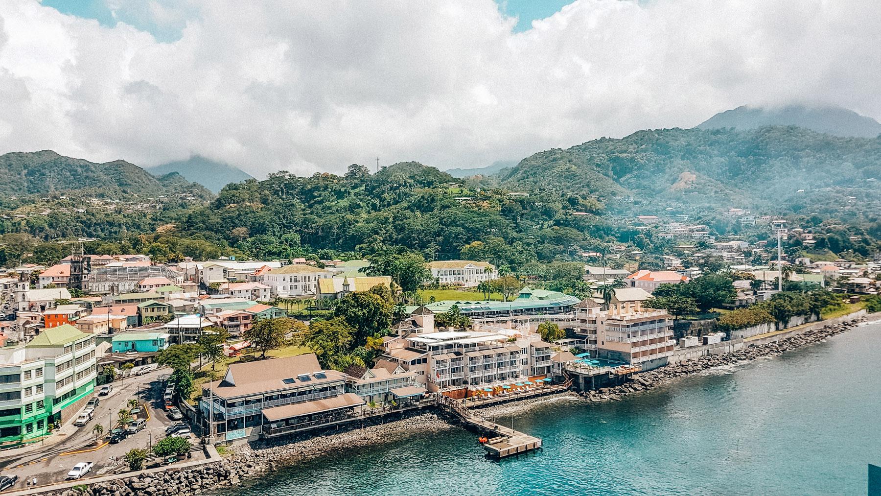 Dominica Karibik Kreuzfahrt Roseau Hauptstadt Aussicht