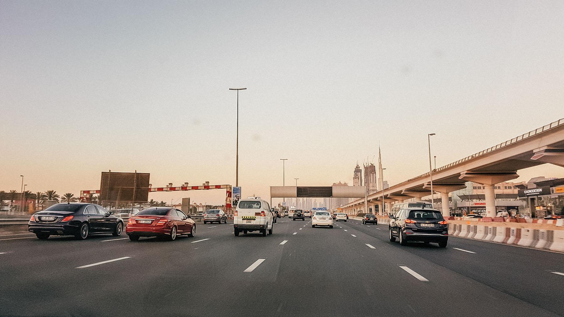 Orient Kreuzfahrt Anreise Straßen Dubai
