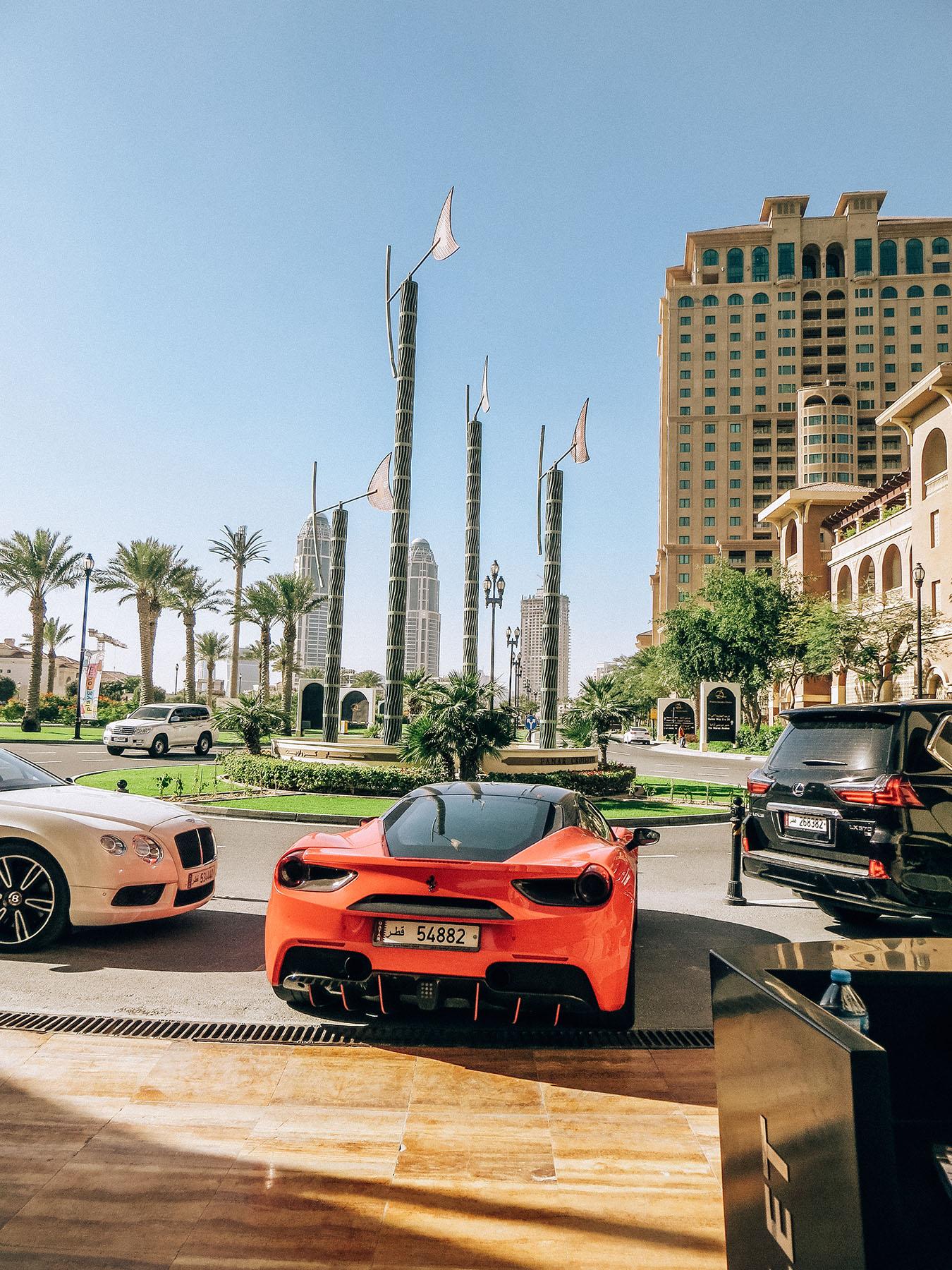 Orient Kreuzfahrt Doha Katar The Pearl Ferrari