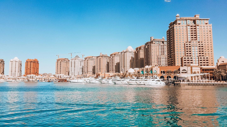 Orient Kreuzfahrt Doha Katar The Pearl Hafen Gebäude