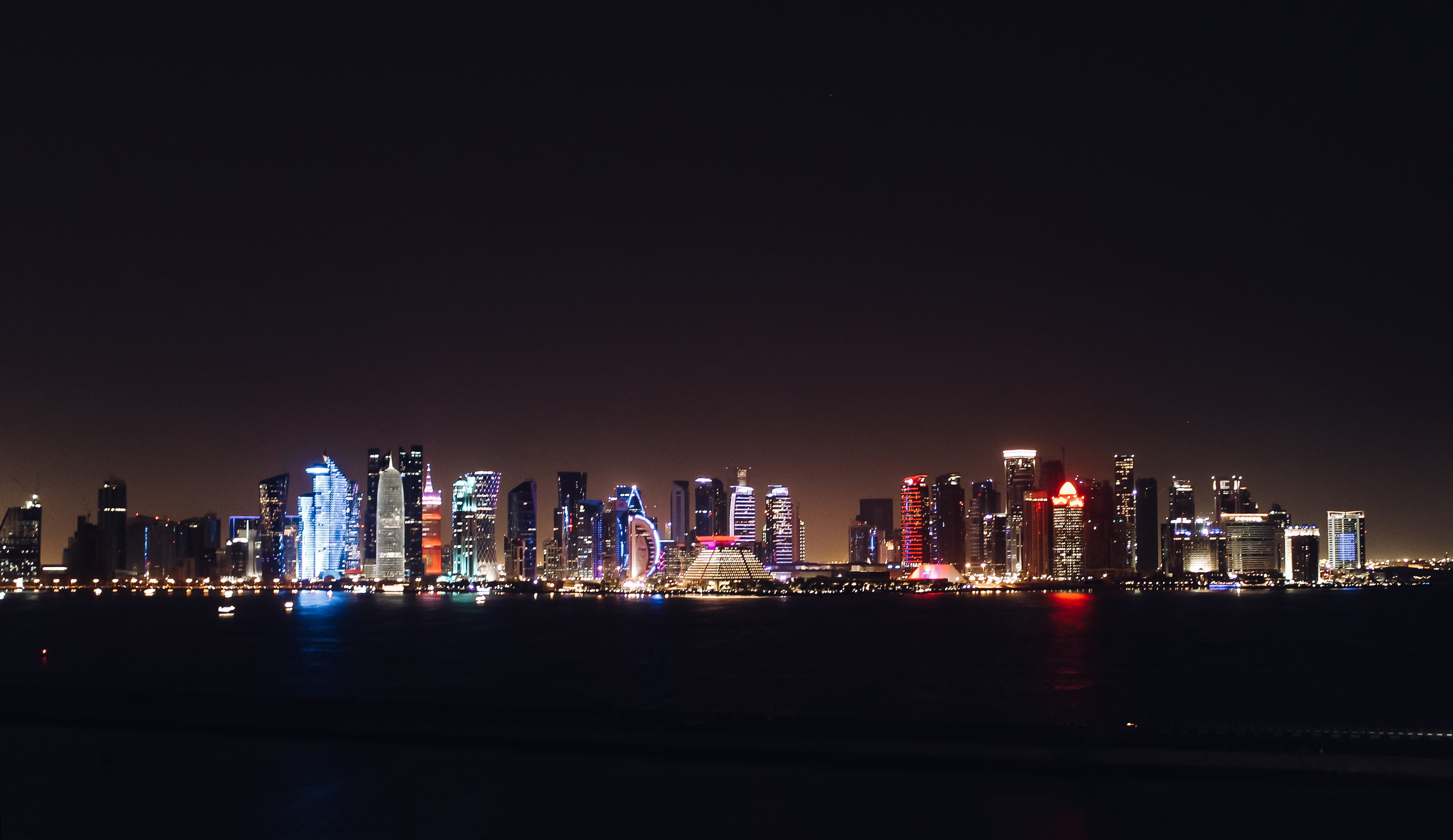 Orient Kreuzfahrt Doha Katar Westbay Nacht