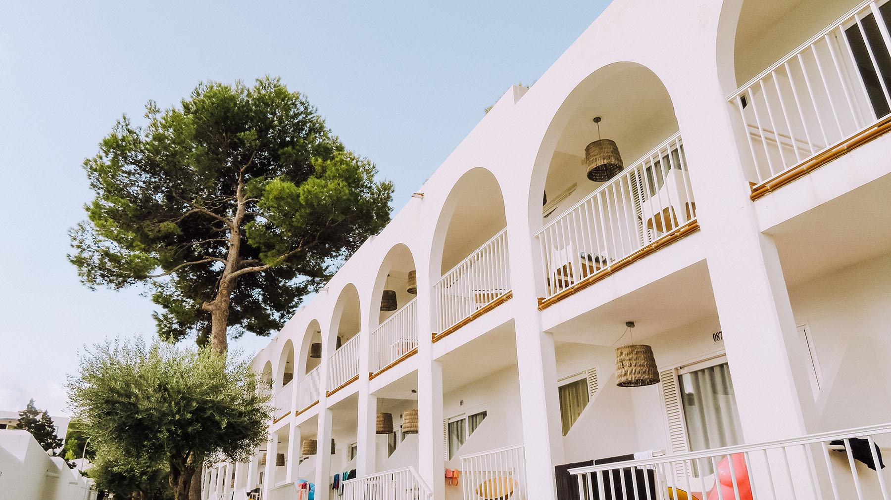 Beach Club Hotel Portinatx Gebäude Zimmer