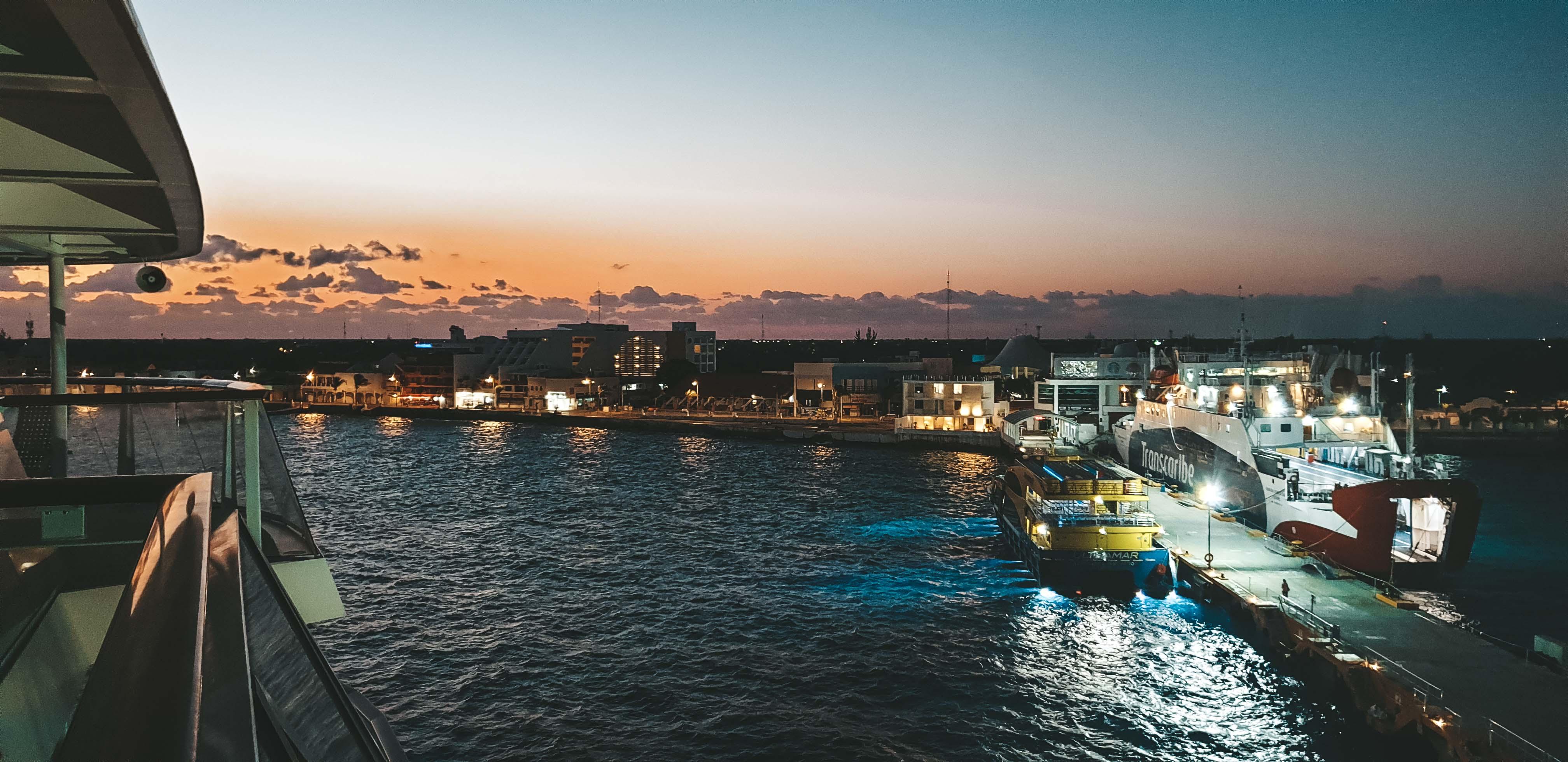 Mittelamerika Kreuzfahrt Cozumel Mexiko Hafen Sonnenaufgang