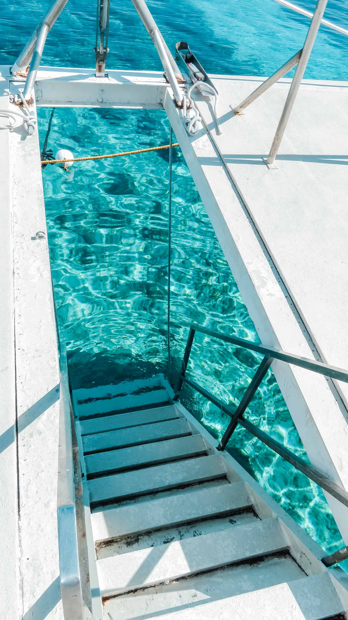 Mittelamerika-Kreuzfahrt-Roatan-Honduras-Ausflug-Katamaran-Wasser