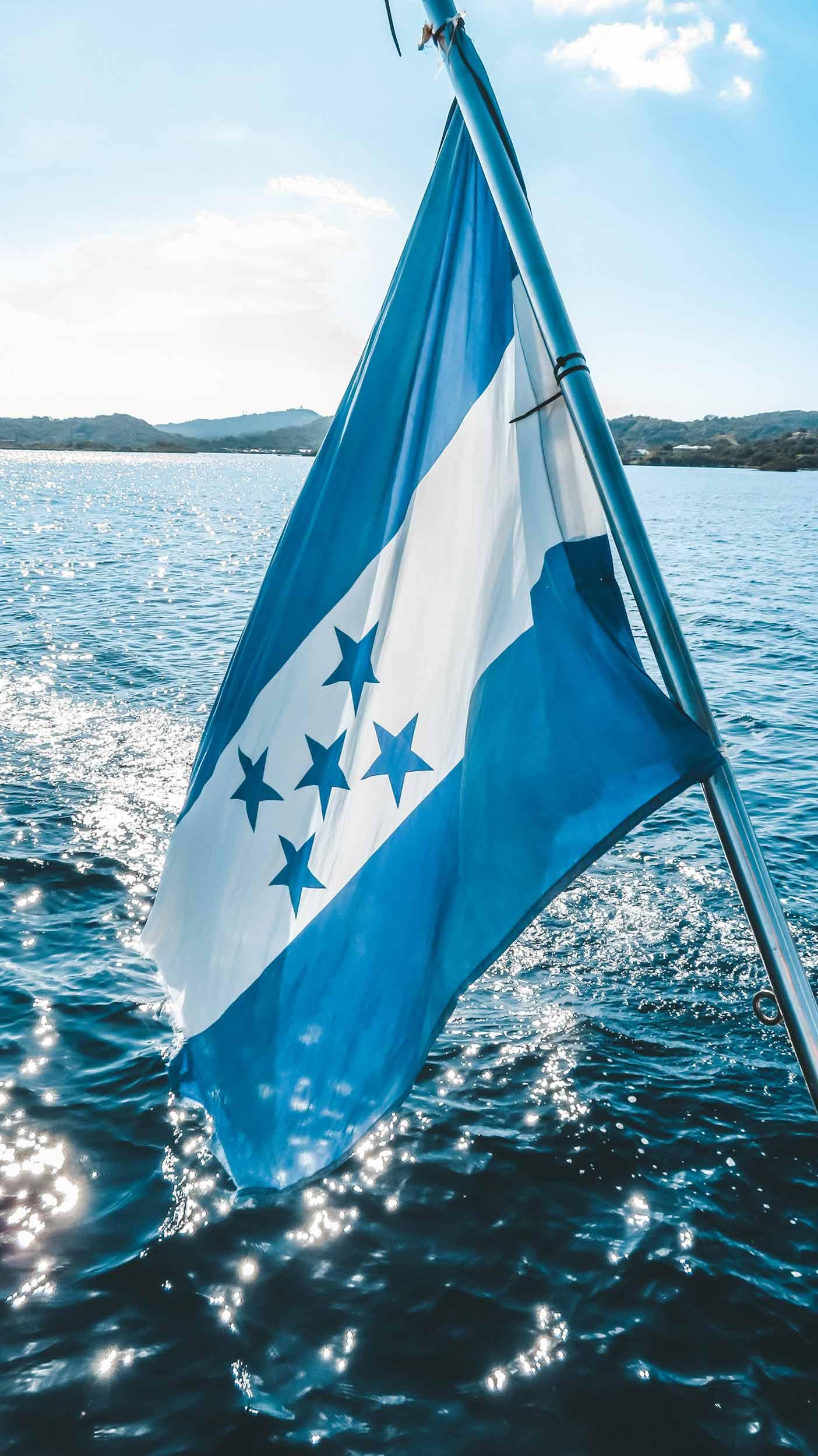 Mittelamerika-Kreuzfahrt-Roatan-Honduras-Flagge