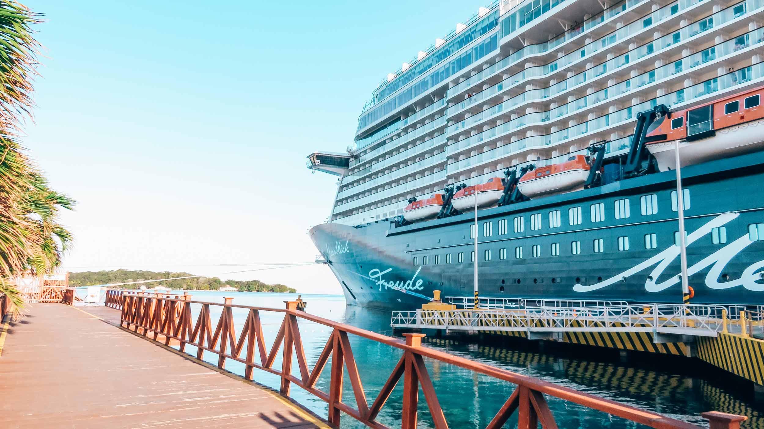 Mittelamerika-Kreuzfahrt-Roatan-Honduras-Mein-Schiff-6-Hafen-2