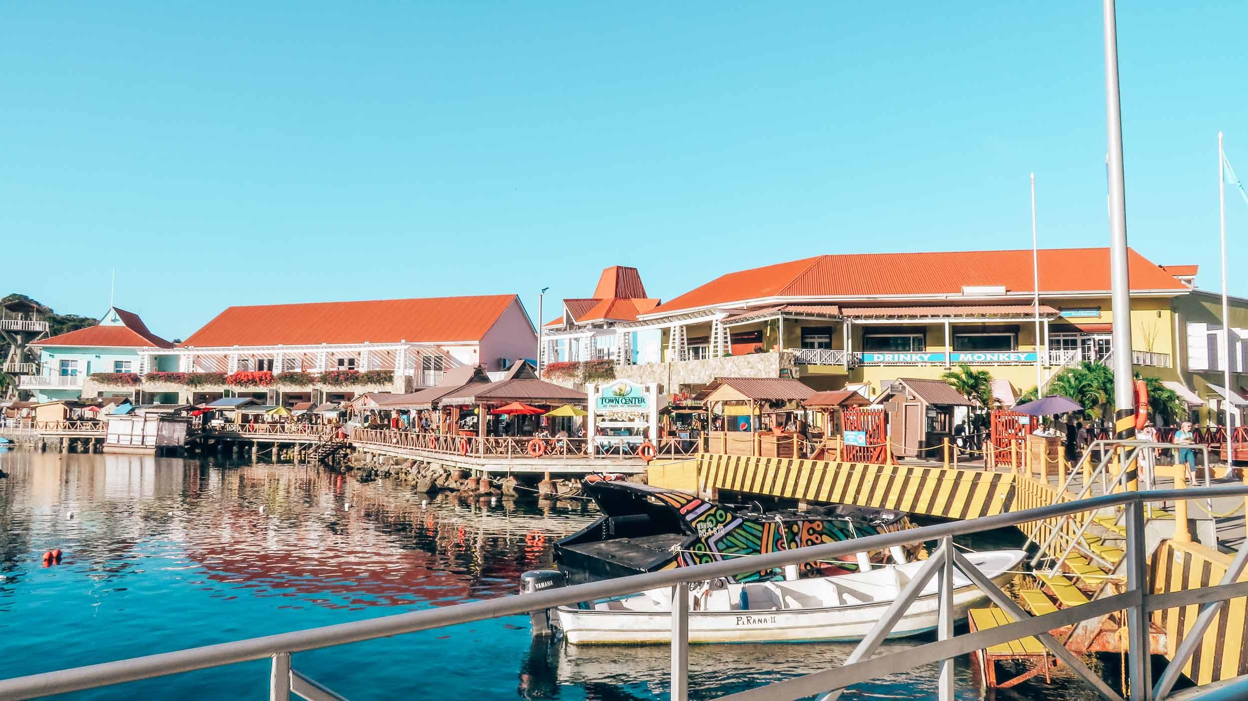 Mittelamerika-Kreuzfahrt-Roatan-Honduras-Town-Center-3jpg